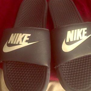Men's Nike slippers size 11